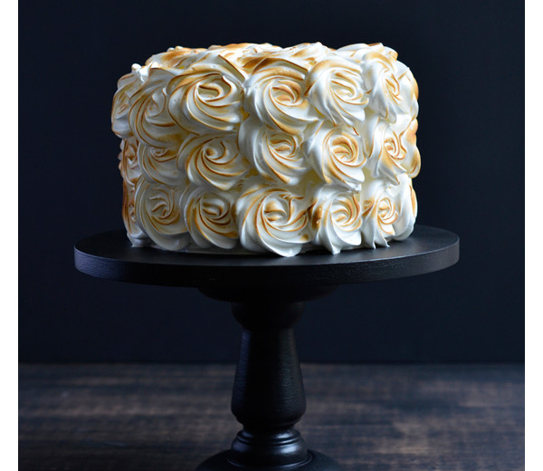 Torched meringue cake