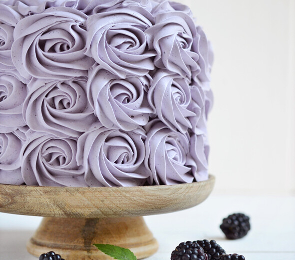 Cake with blackberry cream