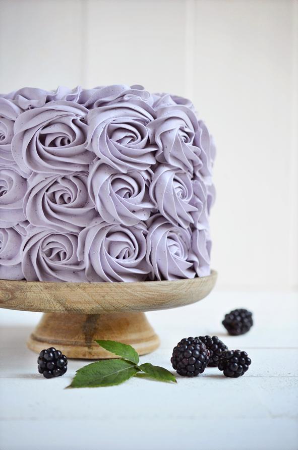 Cake with blackberry cream